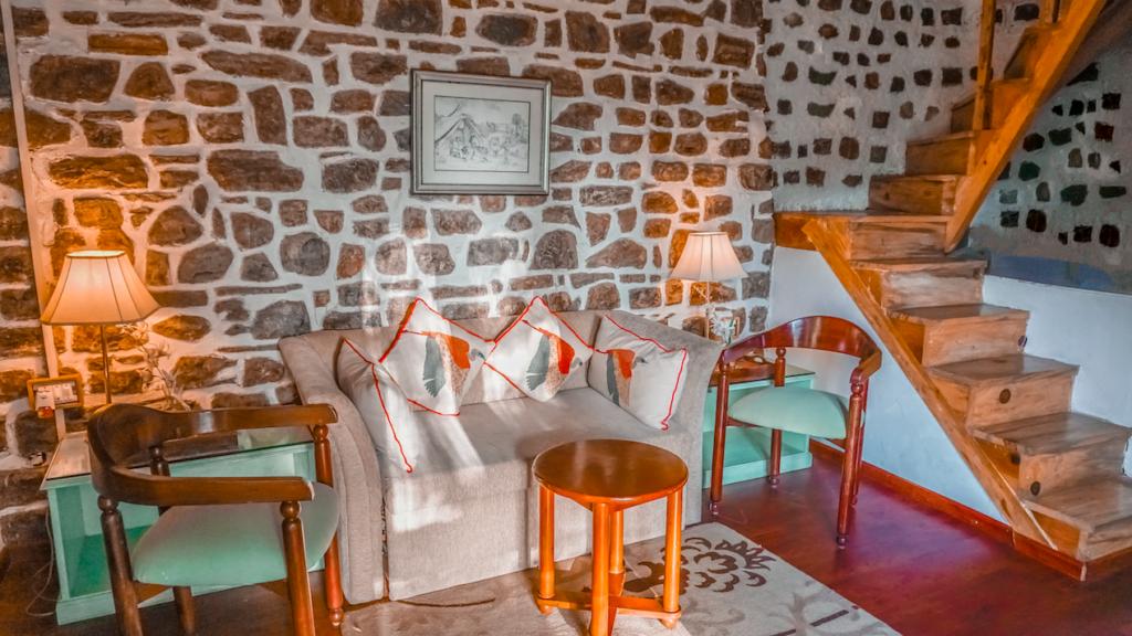 The Bungalows Lakeside Naukuchiatal- Lounge Area