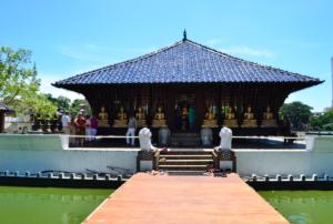 Gangaramaya Temple at Beira Lake Colombo